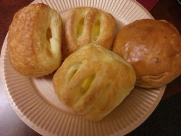 Hotel Hillarys breakfast buns