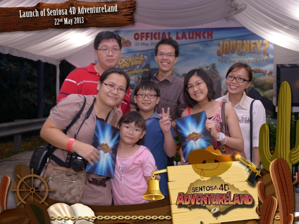 With bloggers at Sentosa 4D AdventureLand