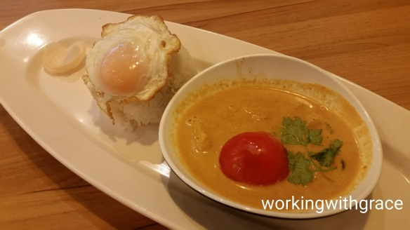 zakka modern thai red fish curry