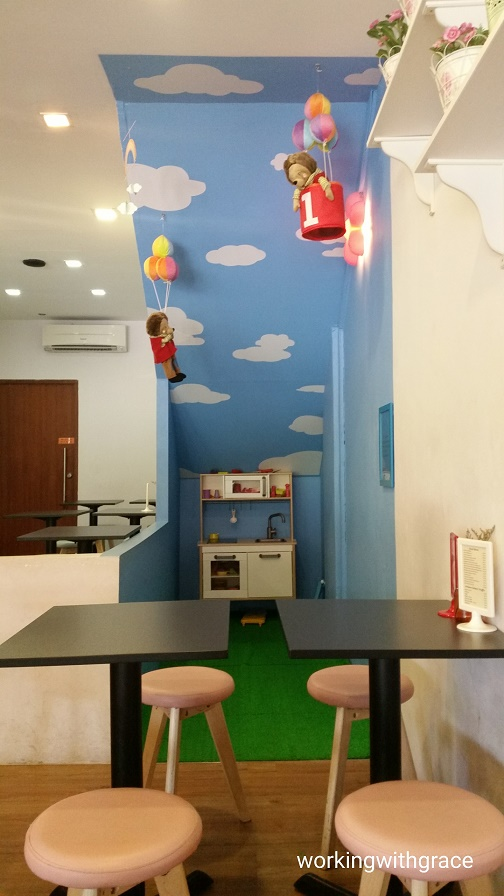 Singapore child friendly cafe