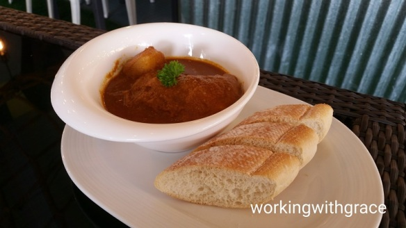 citrus bistro curry chicken with bread
