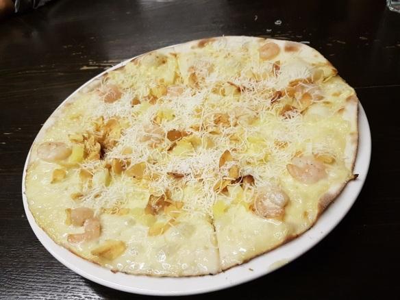 Mad For Garlic Garlic Snowing Pizza
