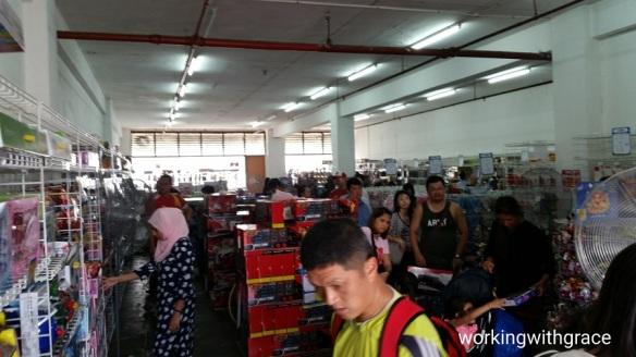 toys r us singapore warehouse sale 2018