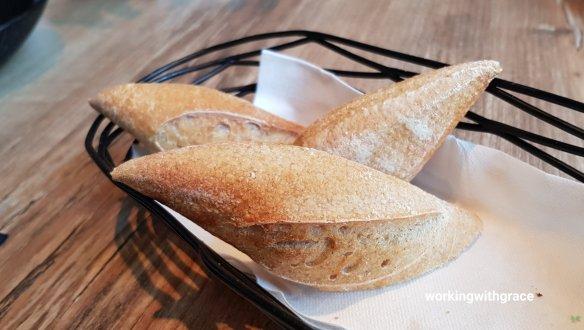 la cala duo bread basket