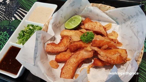 greyhound cafe fried salmon toro with dip